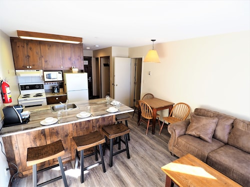 Apex Inn 3rd Floor 2 Bdrm Suite With Excellent Mountainside View