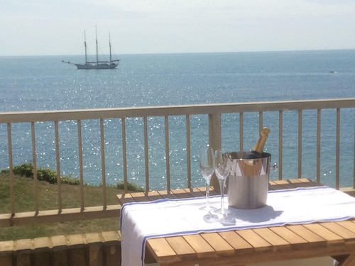 Breathtaking Ocean Views, Luxury Beachside Apartment, Freshwater Bay - Aonb