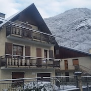 Airy Light 2 bed With Parking . Ideal Town Base for Walk/cycle/ski etc