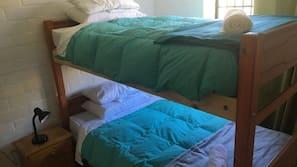 3 quartos, ferros/tábuas de passar roupa, acesso à internet