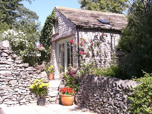 Stylish Cottage for 2 Guests, pet Welcome, Dining pub Near, Chatsworth 10m
