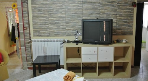 Relax at Pole Bedside in Single Apartment Villa 2