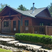 New! Private 4.25 Acre Lakefront Retreat, Drive or Fly In, Pets Welcome, Wifi