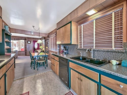 Private Kitchen, Immaculate Single Story w/ Large Patio & Close to Lake