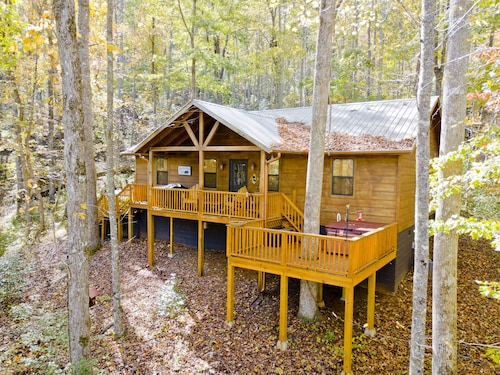 Great Place to stay Beautiful 2 Bedroom Cabin With Hot Tub and Private Location Close to Helen near Hiawassee