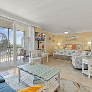 Gulf View (Ocean) Condo - Steps from Barefoot Beach near Naples