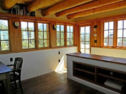 , Coyote Mountain Cabin Retreat, Serene Exclusive Privacy in the Tall Pines