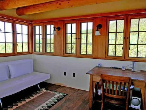 Room, Coyote Mountain Cabin Retreat, Serene Exclusive Privacy in the Tall Pines