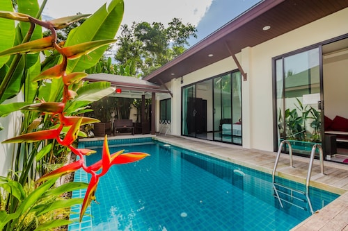 Tropical Pool Villas Near Phuket Zoo