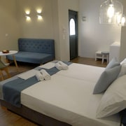 Ampoulos Rooms & Apartments
