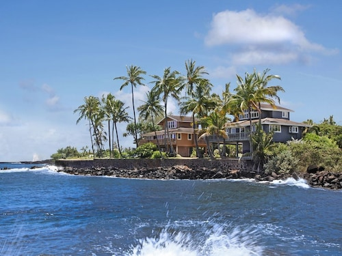 The Bay House - Oceanfront on Kukui'ula Bay!