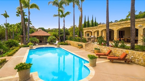10% OFF MAR - Sprawling Country Estate w/ Pool, Tennis Court & More