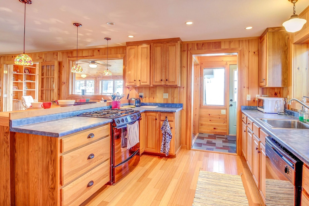Enjoy Stunning Views U0026 Typical Home Comforts At This Beautiful Lakefront  Retreat: 2018 Room Prices, Deals U0026 Reviews   Expedia