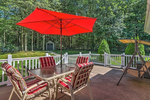 Serene Orchard Park Apartment W/large Yard & Patio