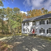 Spacious Bushkill House w/ Hot Tub, Deck + Games!