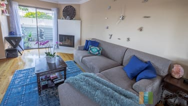 2 Br/2.5bth - Walk to Old Town - Pasadena Condo!