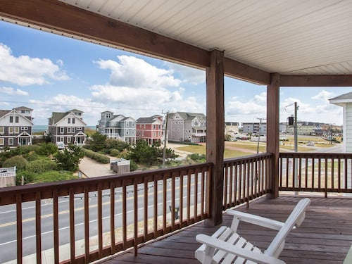 Great Place to stay Just Peachy: Faces Ocean on the Beach Road Near Mile Post 7 near Kill Devil Hills
