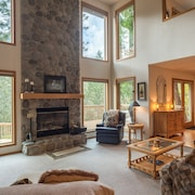 Mt Hood Retreat- Hot Tub- River Rock Fireplace-great Deck for Gatherings