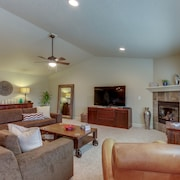 Upscale Family Home W Fireplace Patio Gourmet Kitchen And Mountain Views