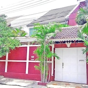 Amazing Thai Style in Tropical Atmosphere, 3 Bedrooms and up to 9 Guests