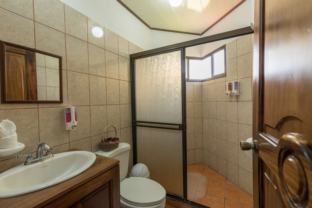 Bathroom, Arenal Luxury Paradise Sloths, Toucans, Colorful Birds, Frogs and Much More!