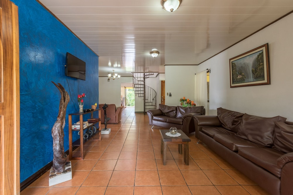 Living Room, Arenal Luxury Paradise Sloths, Toucans, Colorful Birds, Frogs and Much More!