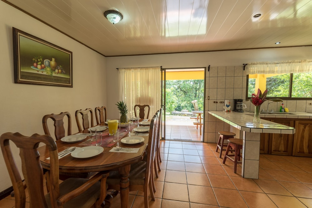 Private Kitchen, Arenal Luxury Paradise Sloths, Toucans, Colorful Birds, Frogs and Much More!