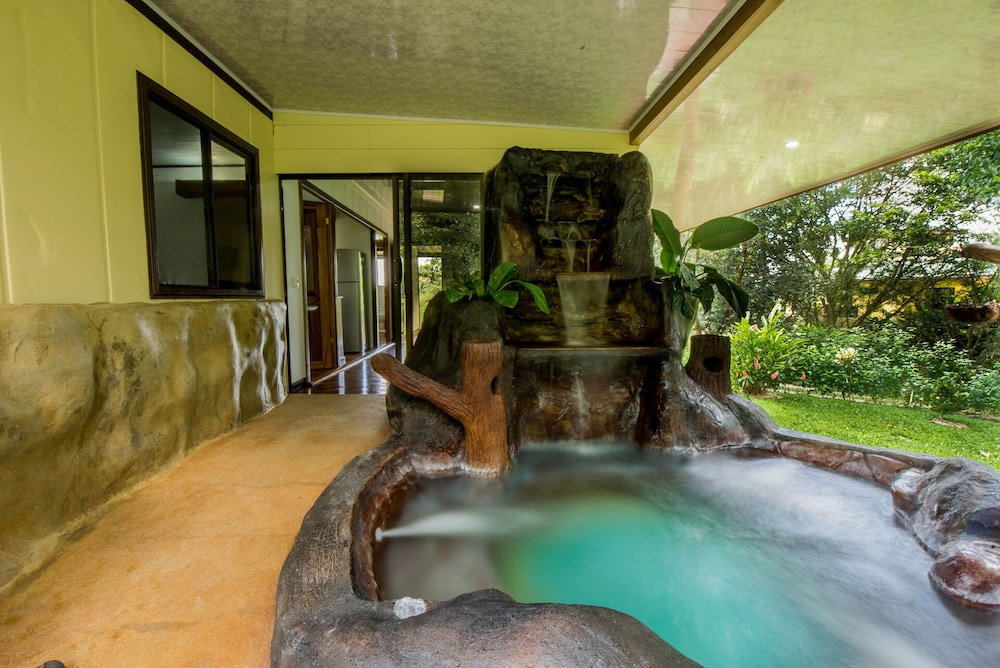 , Arenal Arenal Luxury Paradise - Couples & Friends Getaway