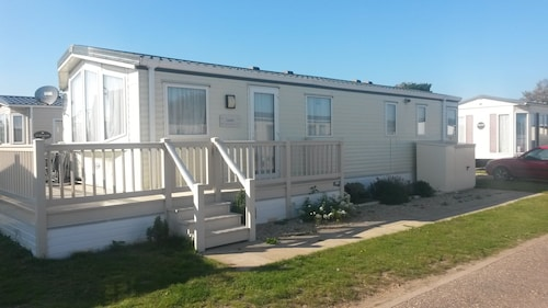 4 Berth Caravan With Decking Close to the Beach and Languard Nature Reserve