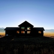 Solitude | Majestic Views | Adventure | Brand New Property I Couples or Groups