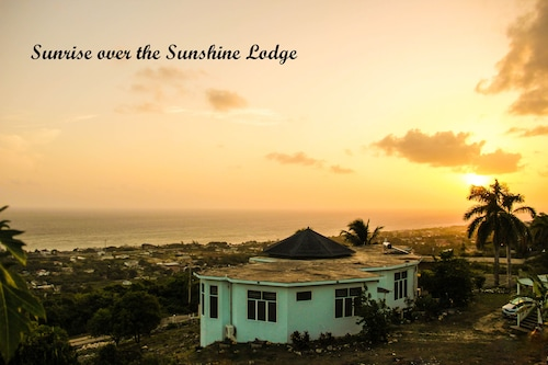 Sunshine Lodge: Your Home From Home - Sunlight Room