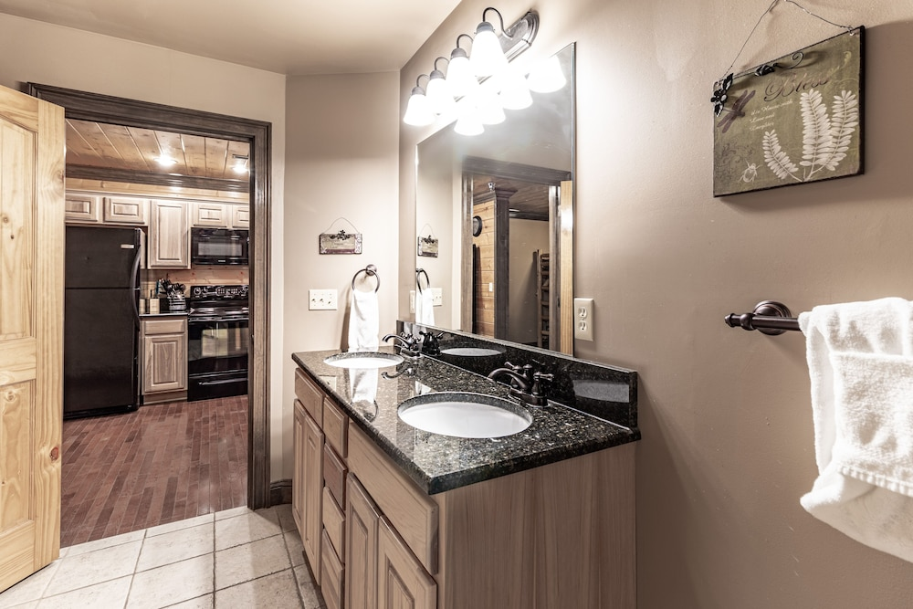 Bathroom, Unit 462 is a True Rustic Family Condo/cabin With Washer and Dryer