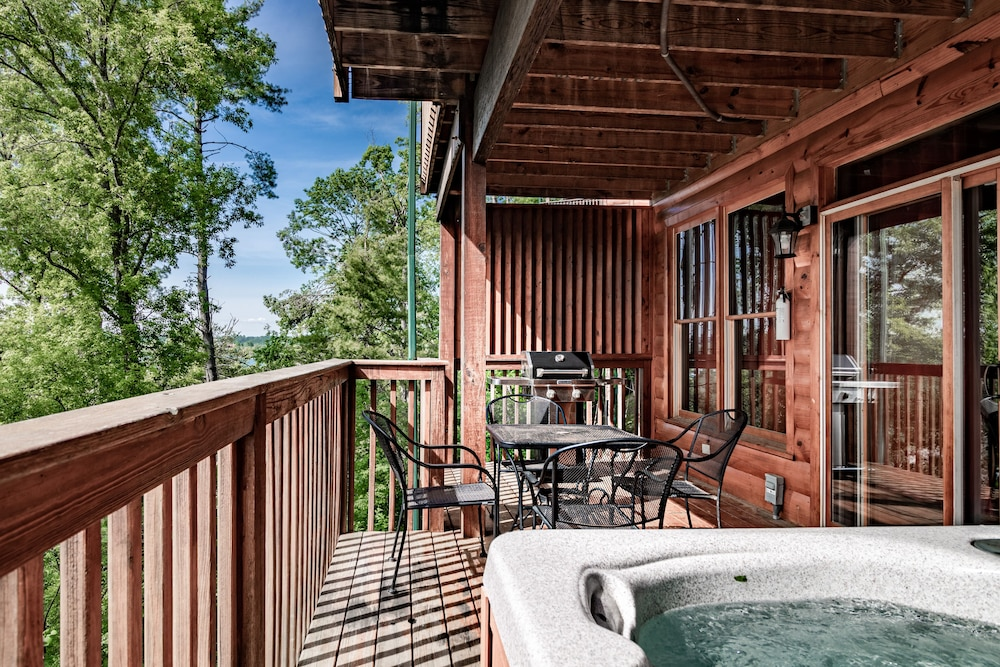 Balcony, Unit 462 is a True Rustic Family Condo/cabin With Washer and Dryer