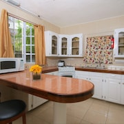 Cozy 1BR Apt 10 Mins To Beach Great For Couples, Solo & Biz Travellers
