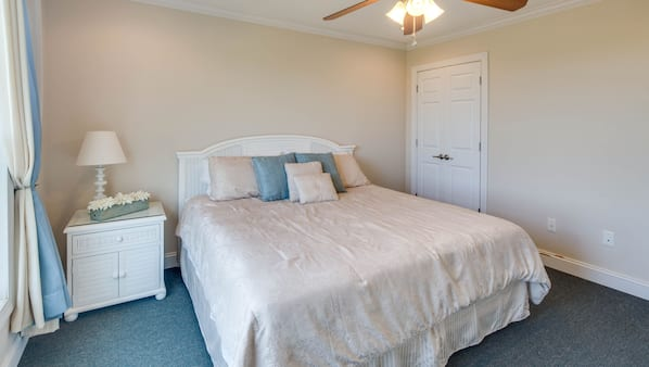 5 bedrooms, iron/ironing board, Internet, bed sheets