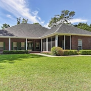 Spacious Milton House w/ Porch - on Golf Course!