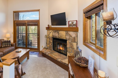 1 Bedroom Condo In Silverthorne Private Balcony Scenic Views Free Wifi