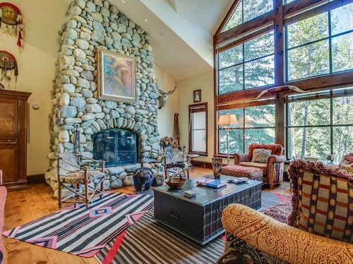 Luxury Alpine Home W/jetted Tub, Close to Skiing! Includes Shared hot Tub, Pool!