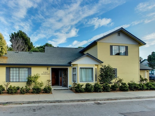 Classy Dog-friendly Family Home 4 Blocks From the Beach + Walk to Boardwalk!