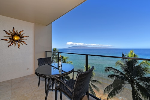 Beautiful Views ~ Ocean Front Studio on 8th Floor! North Kaanapali Beach, A/C