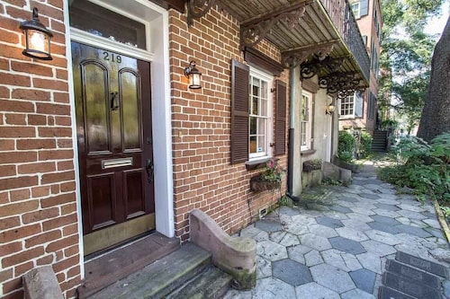 Great Place to stay Stay Local in Savannah: Garden Level Steps From Shops and Restaurants near Savannah