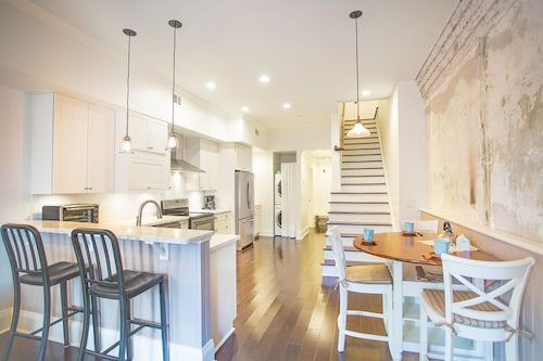 Check Expedia for Availability of Stay With Lucky Savannah: Spectacular Two Story Loft on Broughton Street