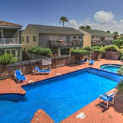 Spacious Oasis Near the Beach w/ Private Balcony, Shared Pool & hot Tub!