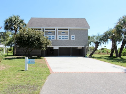 Oceanfront pet Friendly Home With Multi-level Decks and Screened Porch