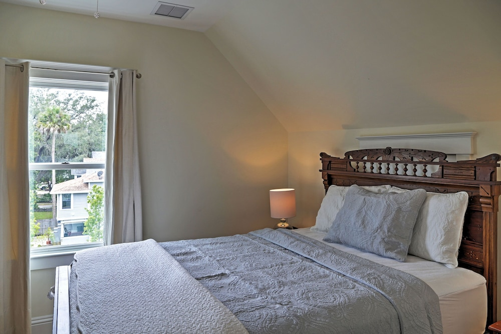 Historic st augustine apartment in heart of dt 2018 room prices featured image guestroom altavistaventures Image collections