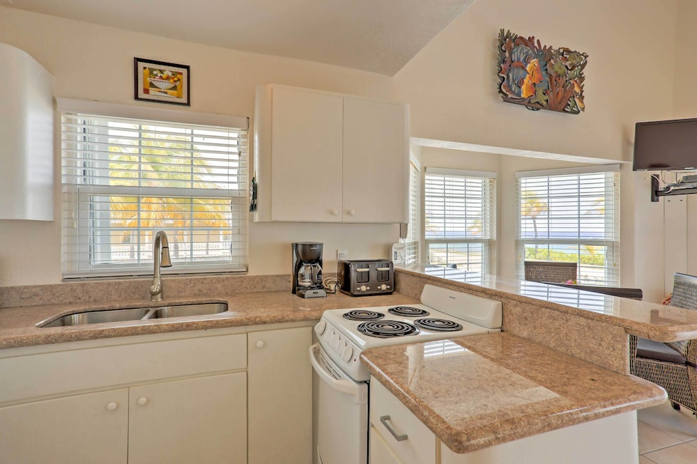 Private Kitchen, Lovely Stake Bay 'sea Dreams Villa' W/ocean Views!