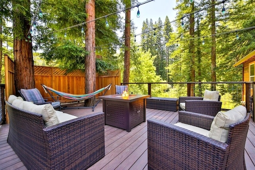 Reduced Rates JAN / Mar!! Maristella's Treehouse! Hot Tub,deck Walk to Golf