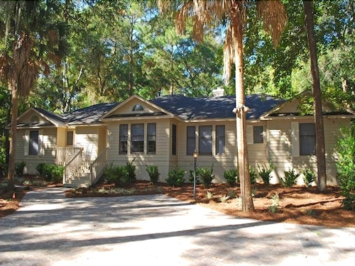 Pet Friendly Home Located in Palmetto Dunes