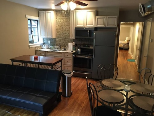 Great Place to stay Clean, Charming 2BD on Campus! near Lexington