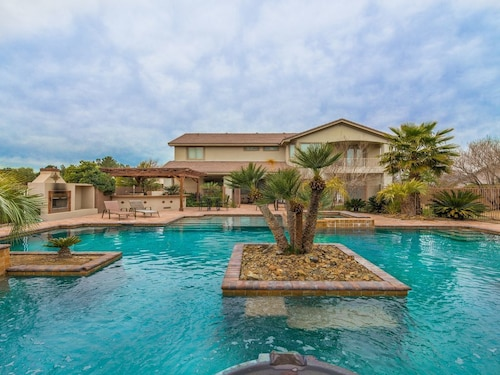 777rentals - South Strip Paradise - Incredible Pool, Spa, 4BR Casita, Pool Table, Private, Free Wifi